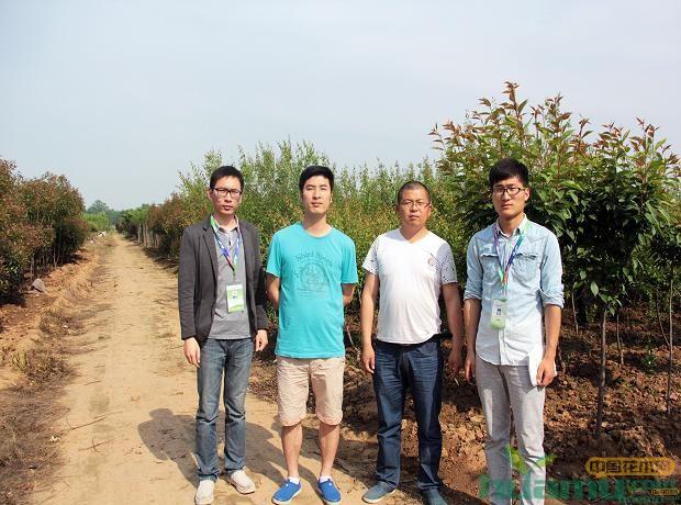 希华苗圃王经理与中国花木网工作人员合影