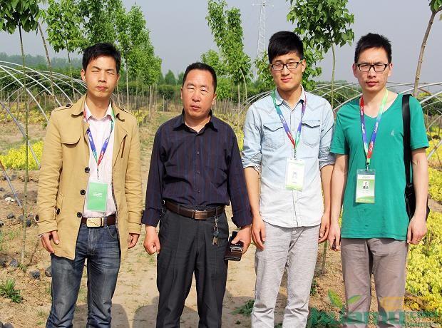 采访结束后王经理与中国花木网工作人员合影