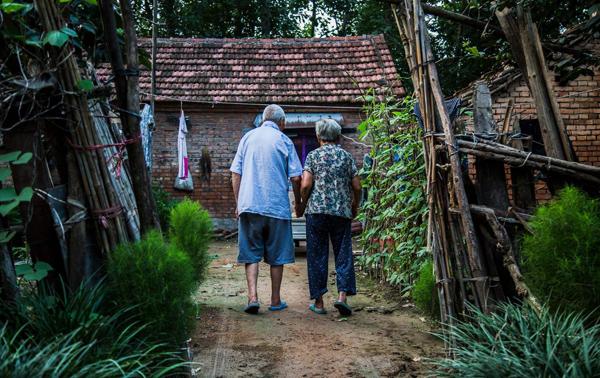 农村60岁以上老人正在面临的4大难题,如何解决看这里!