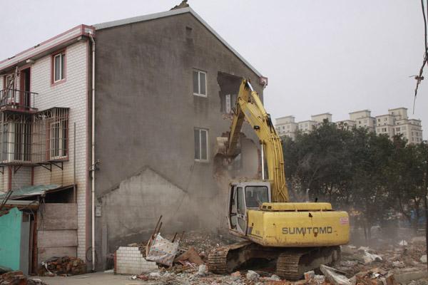 2020年农村拆迁补偿新政策实施,你知道一家能分几套房吗?